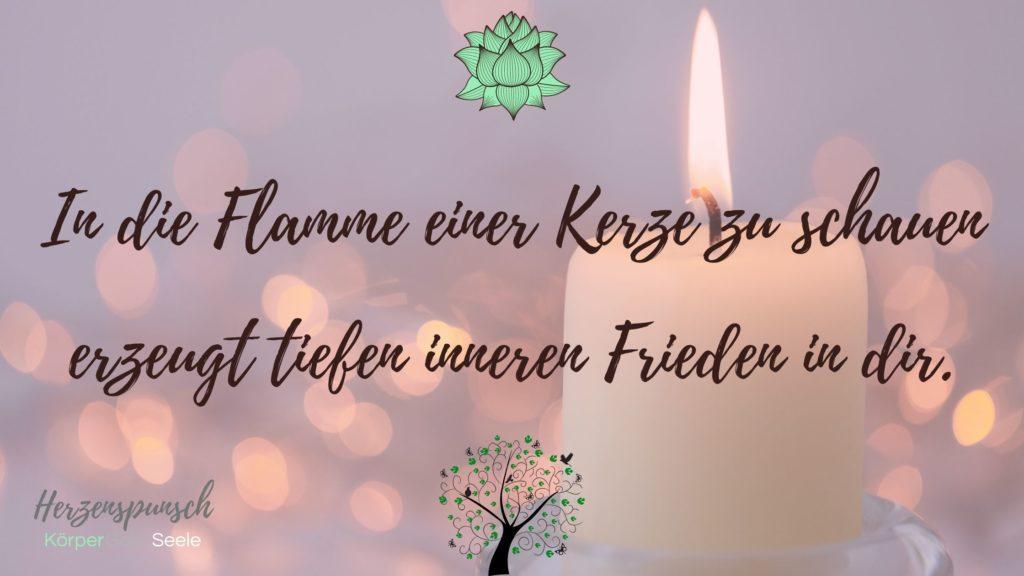 die Flamme einer Kerze erzeugt tiefen inneren Frieden